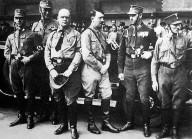 Adolf Hitler und Carl Röver bei einer Kundgebung auf dem Pferdemark, 1931