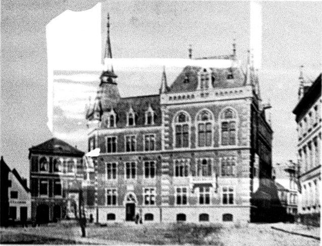 """Ansicht des 1888 eingeweihten """"neuen"""" Rathauses (IV), 1891"""