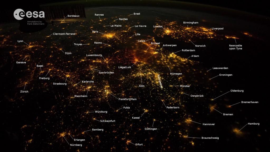 Mitteleuropa mit Städten bei Nacht von der ISS